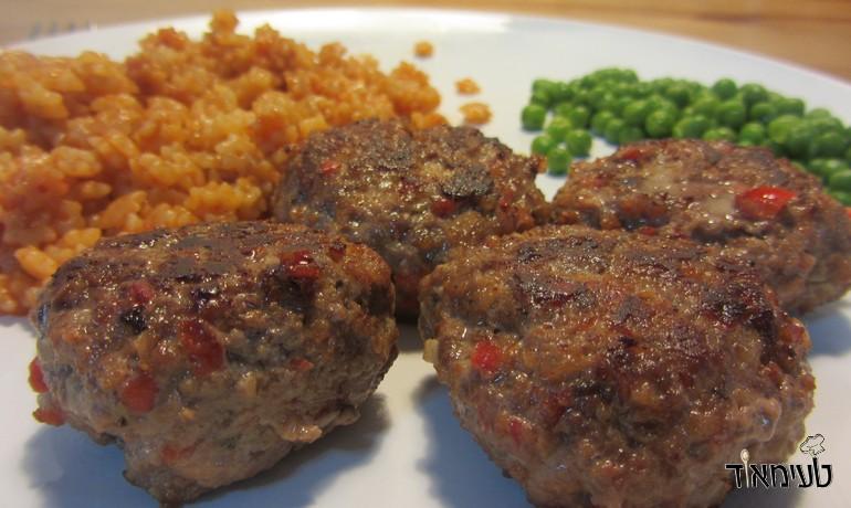 קציצות בשר עם טחינה ופלפל אדום