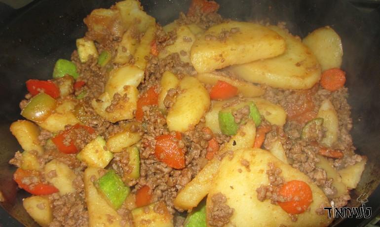 תבשיל בשר טחון ותפוחי אדמה