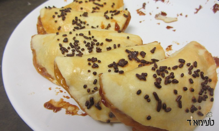 dumplings stuffed with dulce de leche