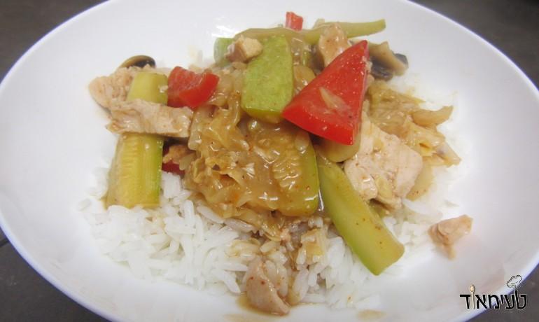 חזה עוף בגריל מוקפץ עם ירקות ברוטב אסייתי