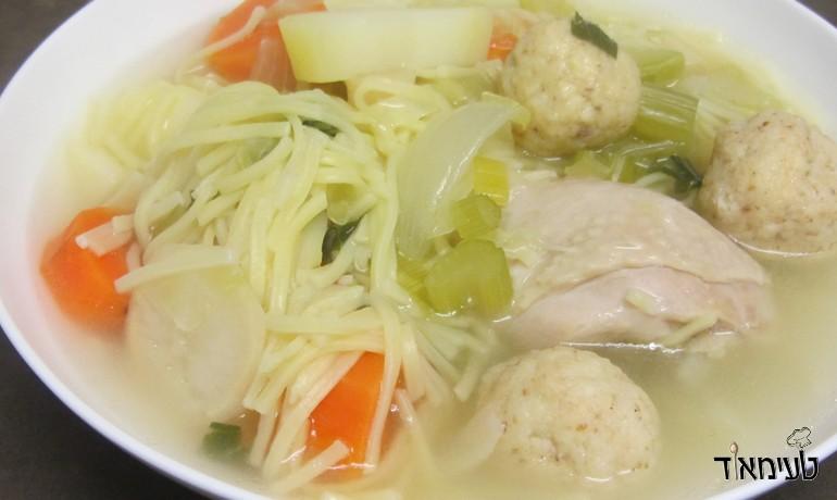 מרק עוף עם ירקות