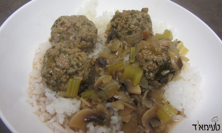 Meatballs in mushroom sauce with spinach and lemon